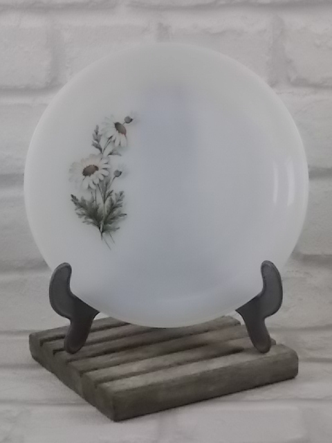 """Assiette à Dessert """"Marguerites"""", en verre Opale. Motif floral sérigraphié d'Arcopal"""