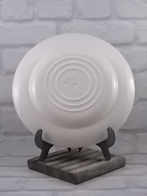 """Assiette """"Dickens"""" en faïence Blanche et Bleu, décors de W.n. Mellor, motif scène de """"Relais de Diligence"""" de English Ironstone Tableware Ltd."""