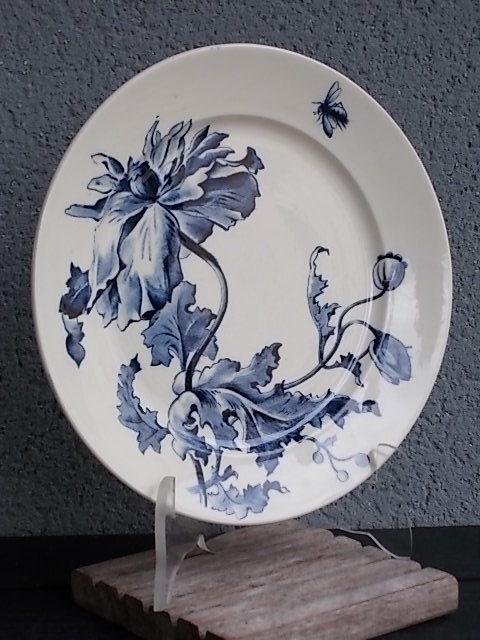 """Assiette """"Eté"""", en faience terre de Fer, motif floral Bleu. De la Faïencerie de Gien"""