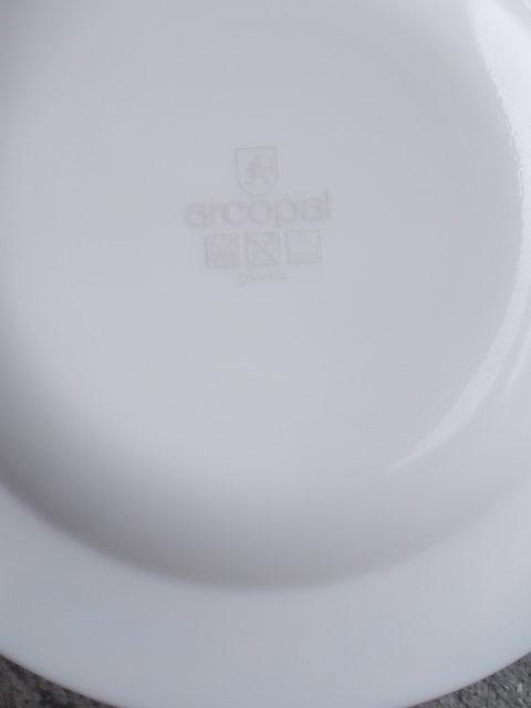 """Assiette """"Le Bossu de Notre-Dame"""", en verre Opale Blanc. De Arcopal pour Disney"""