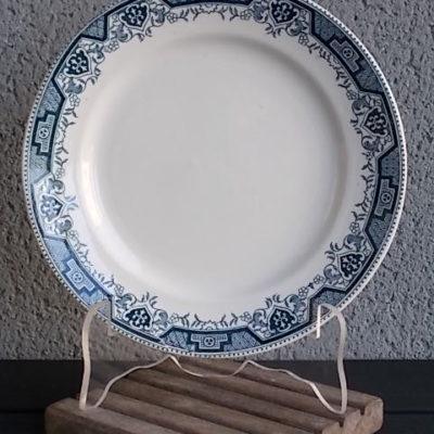 """Assiette """"Maroc"""", en faience Blanche et frise Bleu. De la faiencerie St Amand & Hamage et Moulin des Loups & Hamage."""
