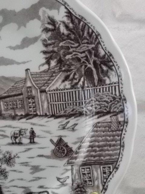 """Assiette """"Paysage Suisse"""" à dessert, en faience Blanche. Décors sérigraphié Marron. De Nuova Fontebasso, Italie."""