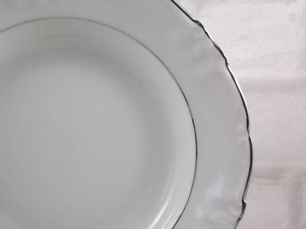 Assiette Platinium creuse en Porcelaine Blanche et liseré Platine. De la maison Winterling Bavaria
