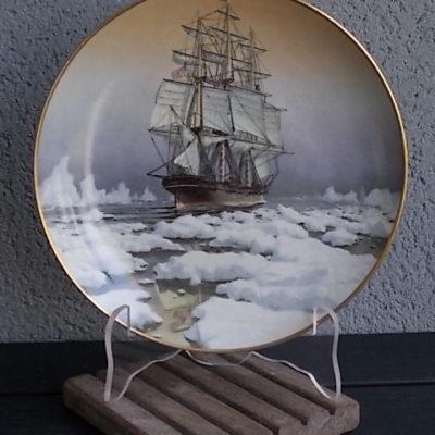 """Assiette décorative """"Red Jacket"""" en porcelaine fine. Décors de navire Voilier. Limited Edition, de Franklin Porcelain"""
