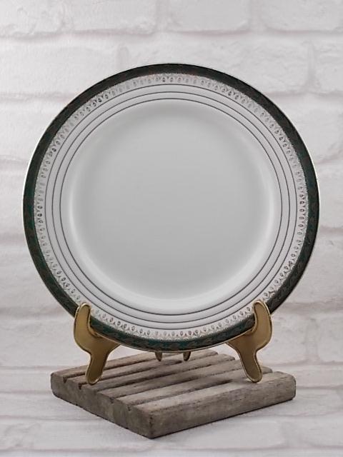 """Assiette plate Semi Porcelaine Blanche, décoré d'une frise Vert Émeraude motif """"Épi de Mais"""" en dorure. De Ceranord St Amand"""