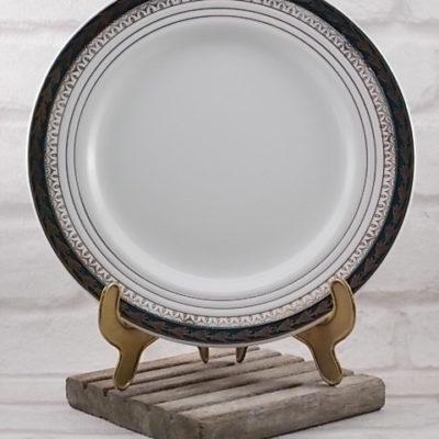 """Assiette plate Semi Vitrifié Blanche, décoré d'une frise Vert Émeraude motif """"Épi de Mais"""" en dorure. De Ceranord St Amand"""