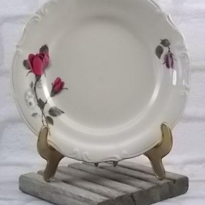 """Assiette à dessert """"Rose"""", en porcelaine Ivoire chantourné à motif floral. De la manufacture de Porcelaine Tulowice, Poland"""