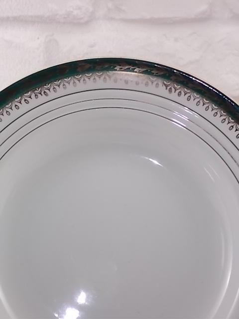"""Assiette creuse en """"Semi Porcelaine"""" Blanche, décoré d'une frise Vert Émeraude, avec """"Épi de Mais en dorure"""