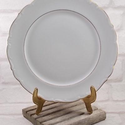 Assiette plate en Porcelaine Blanche fesrtonnée souligné d'un liseré en dorure, de Winterling