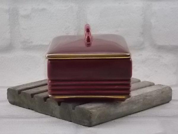 Boite à cigarette, en céramique Rouge et dorure. Modèle 5186 du décorateur B. Letalle. De la manufacture de Saint Clément