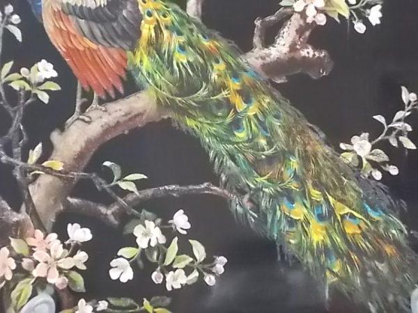 """Boite """"Paon"""" en papier mâché laqué Noir, intérieur laqué Rouge. Décors Paon sur branche de Cerisier peint à la main."""