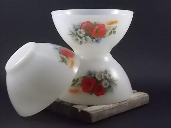 """Bol """"Fleurs Champêtres"""" à déjeuner en verre Opale Blanc laiteux. Décors floral. De la marque Arcopal."""