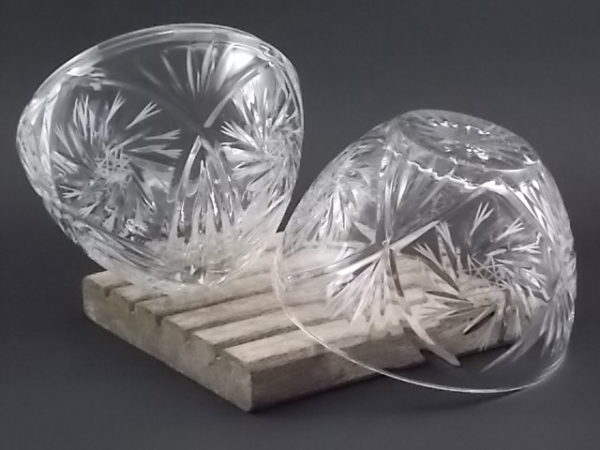 """Bonbonnière """"Oeuf"""" en Cristal taillé moulé. Motif retravaillé par gravure laser en Etoile. De la maison Cristal d'Arques"""