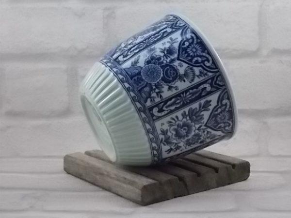 """Cache pot """"Delfts"""", en céramique Blanche et Bleu. Décors sérigraphié floral. Modèle N° 14. De Petrus Regout et Co. Holland."""