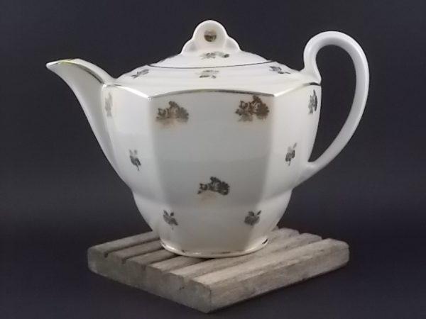 """Cafetière """"Fleurs Or"""", en porcelaine Blanche. Décors floral et liseré en dorure. De Edgar Gaucher, Vierzon."""