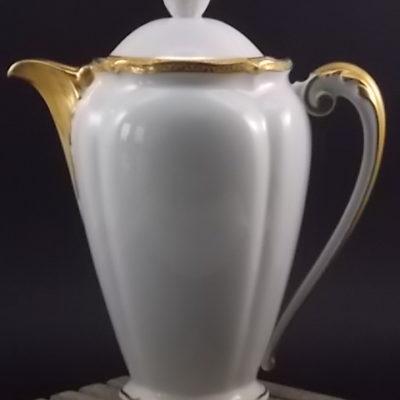 """Cafetière """"Or"""", en porcelaine Blanche et dorure de l'Ancienne fabrique Royale de Limoges France"""