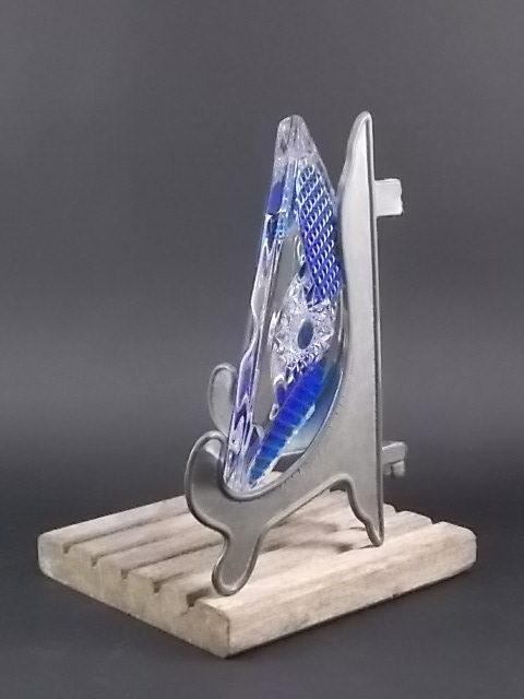 Cendrier Octogone en cristal transparent et Bleu, taillé, moulé. Avec 4 repose cigarette.