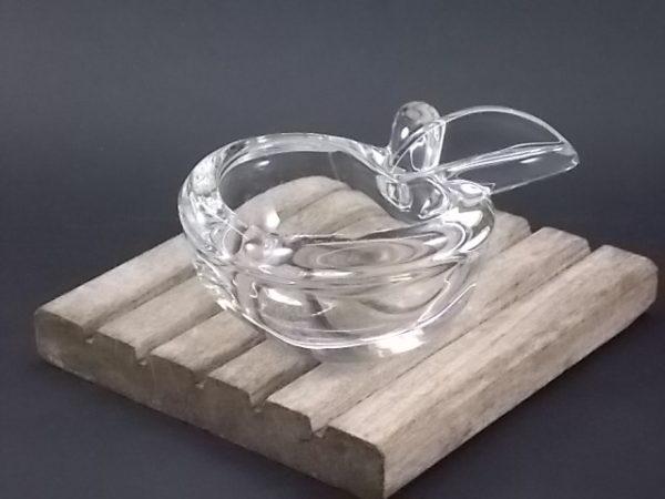 """Cendrier """"Pomme"""", en cristal translucide épais. De Art Vannes Cristal, Cristallerie de Vannes le Chatel."""