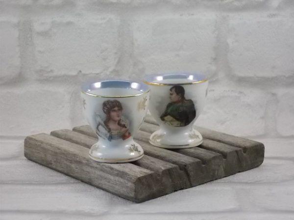 """Coquetier """"Ajaccio"""", en porcelaine Blanche. Décors """"Napoléon"""" et Joséphine"""" et motif en dorure. De Fernand Deshoulières, Chauvigny."""