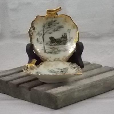 """Coupelle """"Feuille"""" en porcelaine Écru, motif """"Promenade"""", finitionlisré guirlande florale de Limoges France"""