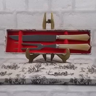 Couvert à viande en résine imitation Corne. Lame et fourchette en Inox. De la coutellerie Charrue