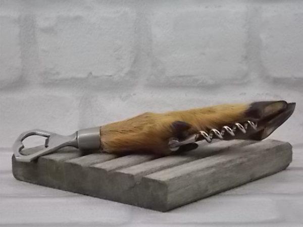 Décapsuleur et Tire-bouchon, manche en patte de Chevreuil, accessoires en Acier Inoxydable, milieu du XXème siècle.