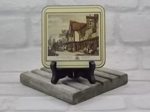"""Dessous de verre, série """"English Inns"""", représentation d'auberge typique anglaise."""