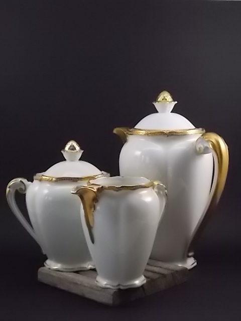"""Ensemble Café """"Or"""", en porcelaine Blanche et dorure de l'Ancienne fabrique Royale de Limoges France"""