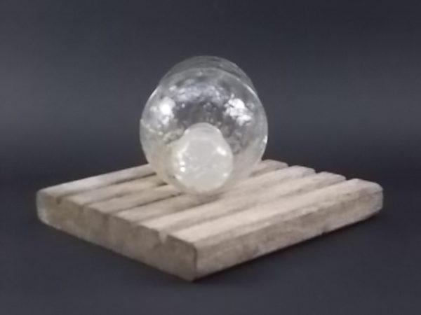 """Flacon Eau de Cologne du COQ, en verre moulé dit """"aux Abeilles"""" réalisé en 1853. Eau créé par Aimé Guerlain en 1894."""