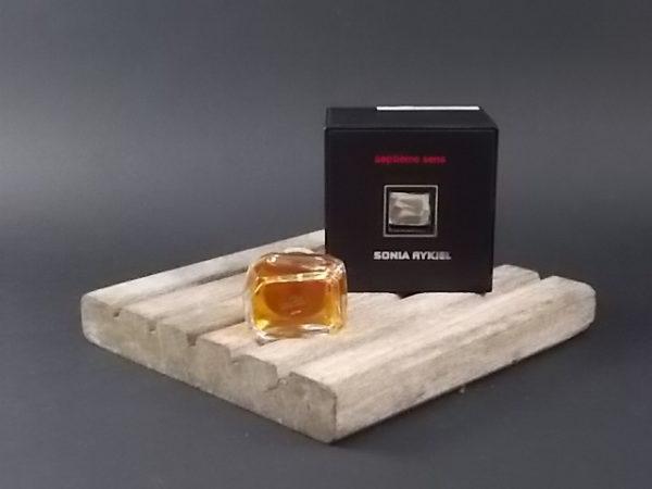 """Miniature 7éme Sens Parfum 7.5 ml. Inspiration Encrier """"Waterman"""" Lancé en 1979 par Sonia Rykiel"""