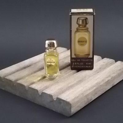 Miniature Givenchy III Eau de Toilette 4 ml. Lancé en 1970. De Givenchy Paris