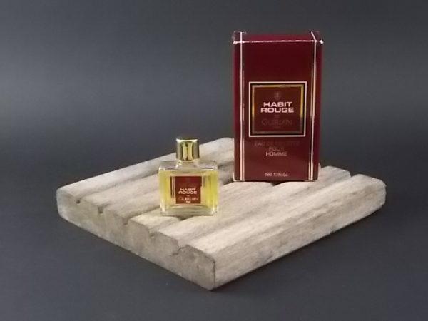 Miniature Habit Rouge Eau de Toilette pour Homme. Lancé en 1965 par Guerlain.