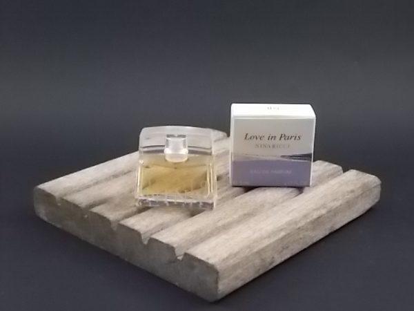Miniature Love in Paris Eau de Parfum 5 ml. Lancé en 2004. De la maison Nina Ricci Paris