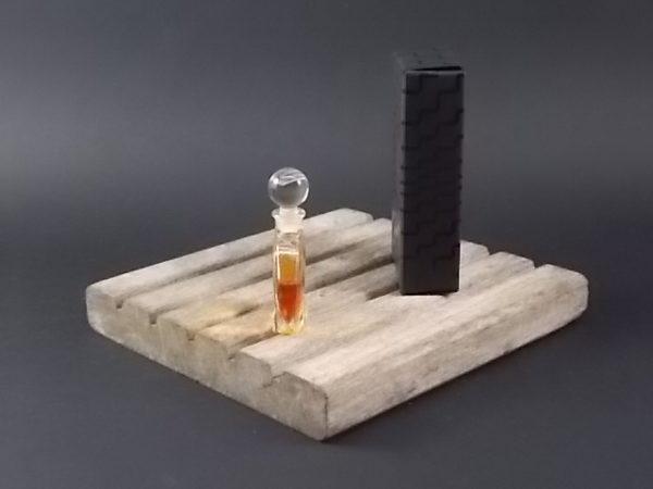 Miniature Nahéma Parfum de Toilette 4 ml. Lancé en 1979 par Guerlain.