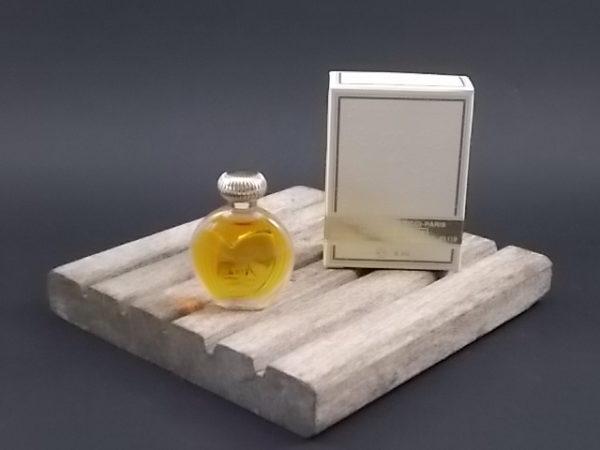 Miniature Nina Eau de Toilette 6 ml. Lancé en 1987. De la maison Nina Ricci Paris