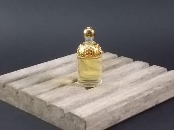 Rosa Magnifica de la Collection Aqua Allégoria de Guerlain. Lancé en 1999 par Guerlain.