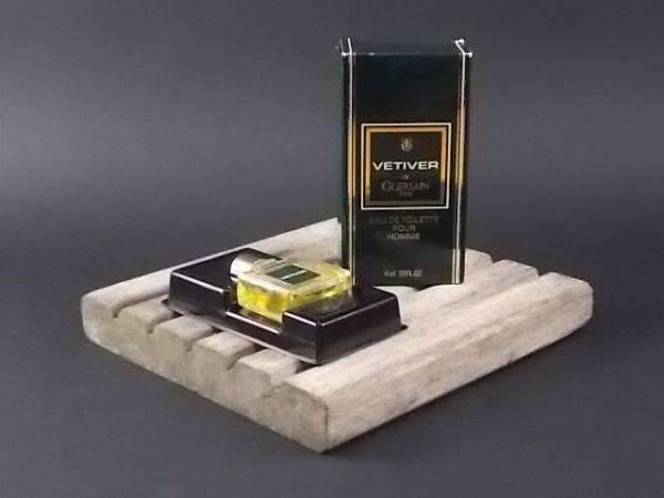 Miniature Vétiver Eau de Toilette pour Homme. Lancé en 1959 par Guerlain.