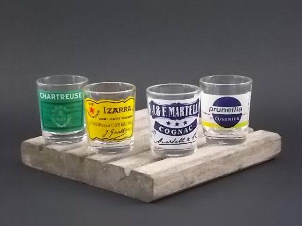 Panier verre à liqueur, 8 verres publicitaires. Support en métal doré. Année 60. De la Manufacture VMC Reims.