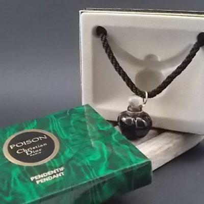 """Pendentif """"Poison"""" miniature Esprit de Parfum 5 ml. Lancé en 1985. Par la maison Christian Dior"""