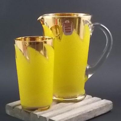 """Pichet et Verre, en verre recouvert de projection de verre Jaune. Décors """"Flamme"""" et liseré en dorure. De la Verrerie de Monaco, Monte Carlo"""