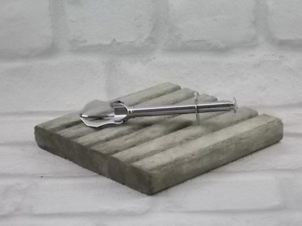 Pince à sucre à piston à trois griffes. Plaque de maintien en forme de fleur. En acier inoxydable.
