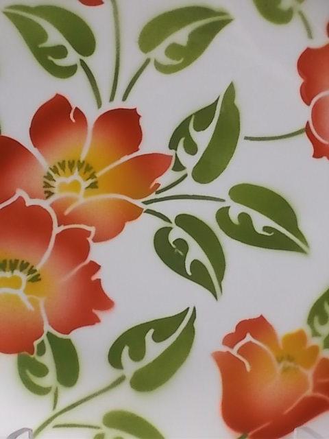 """Plat à gateaux """"Ontario"""" creux, en faience Ivoire à motif floral. De la faïencerie Moulin des Loups Orchies"""