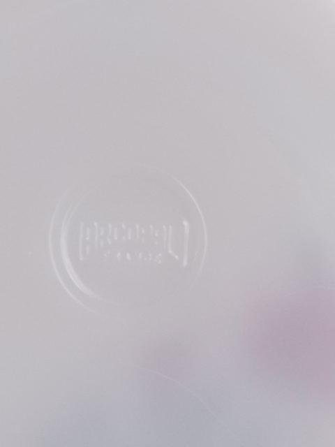 """Plat à oreille """"Rose de France"""", en verre Opale et motif de Roses Rouges. De la marque Arcopal France"""
