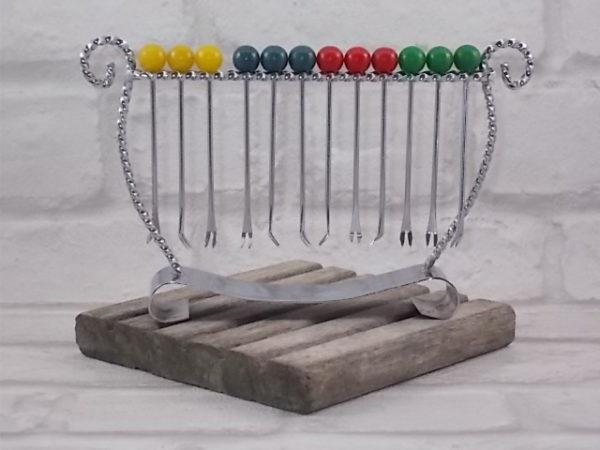 """Porte piques en forme de """"Lyre"""", en métal Chromé, munis de 12 piques fourchues"""