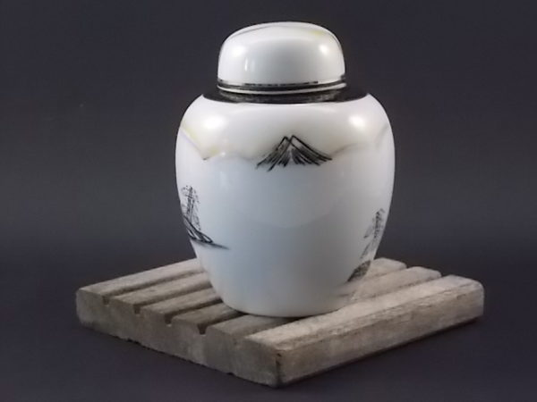 Pot à Gingembre, en porcelaine Blanche. Décors peint à la main, rehaussé par dorure. Provenance du Japon, NIPPON 1891/1921