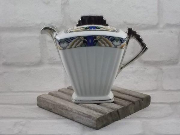 """Pot à Lait """"Éventail"""", en porcelaine Blanche. De style Art Déco avec galon et rehaussé en Platine; De D.R.B Limoges"""