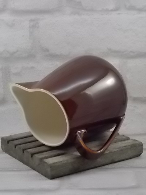 Pot à eau N° 3, en céramique Marron, au ton dégradé. de Villeroy et Boch, Luxembourg.
