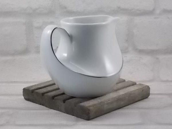 """Pot à lait """"Marina"""" en porcelaine Blanche rehaussé de lisré Platine. De Seltmann Weiden, Bavaria. Made in W-Germany"""