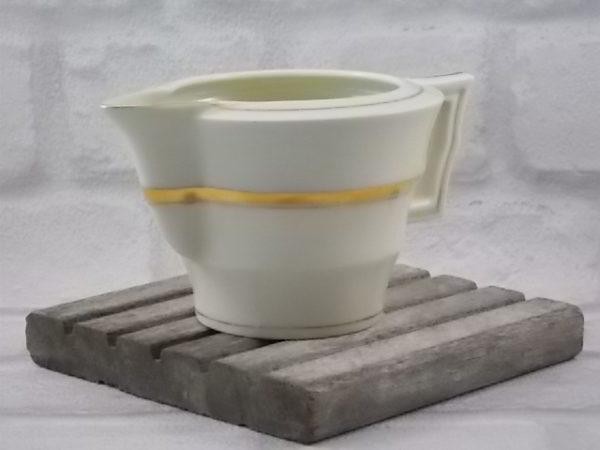 """Pot à lait """"Pate Ivoire"""" en porcelaine, rehaussé de bande et liseré en dorure. De la manufacture Théodore Haviland."""