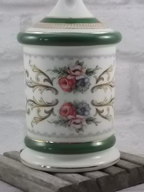 """Pot """"Apothicaire"""" en porcelaine céramique Blanche. Décors floral souligné de bande Verte et liseré dorure. De Florentine Italie."""